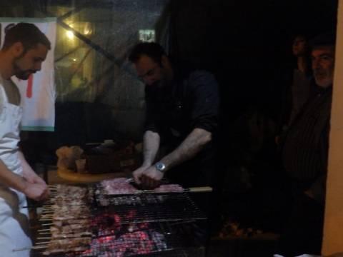 Γιόρτασαν την Τσικνοπέμπτη δεκάδες άνεργοι στα Χανιά
