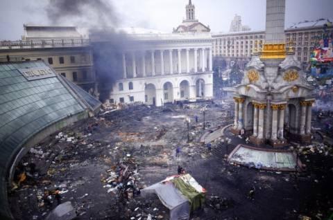 Κίεβο: Πυροβολισμοί στις πλατείες και άγριο ξύλο στη Βουλή (vid)