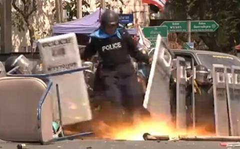 Χειροβομβίδα τινάζει στον αέρα το πόδι αστυνομικού (vid)