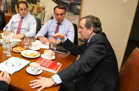 Σε εξέλιξη σύσκεψη υπό τον πρωθυπουργό στο υπουργείο Οικονομικών