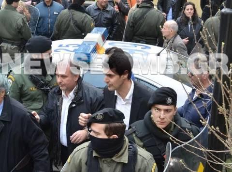 Στον εισαγγελέα οι οκτώ συλληφθέντες στα διόδια Μεγάρων (pics+vid)