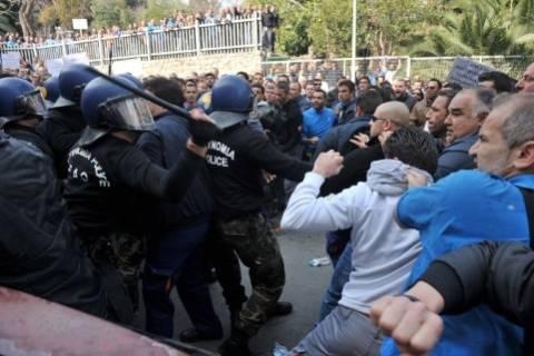 Έφυγαν οι διαδηλωτές από την Κυπριακή Βουλή(βίντεο)