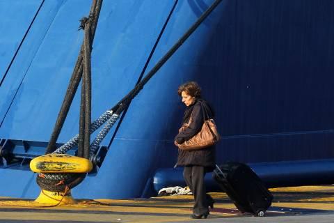 Απεργούν αύριο οι εργαζόμενοι στα λιμάνια