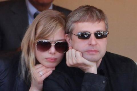 Ελεύθερη η σύζυγος του μεγιστάνα Ριμπολόβλεφ