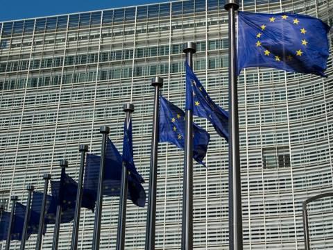 Αναθεωρεί τις προβλέψεις της για την ελληνική οικονομία η Ε.Ε.