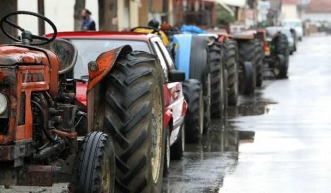 Πελοπόννησος: Παραμένουν στα μπλόκα οι αγρότες