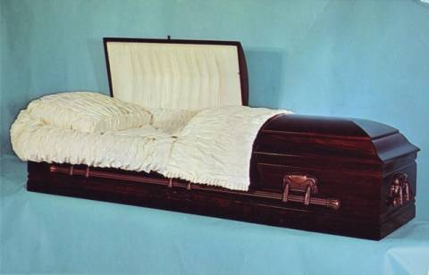 Έγινε διάσημος εξαιτίας του εθισμού του στις... κηδείες!