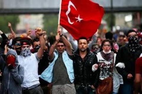 Καζάνι που βράζει η Τουρκία. Ζητούν παραίτηση Ερντογάν