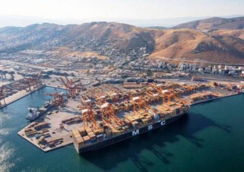 Port employees hold 24-hour strike