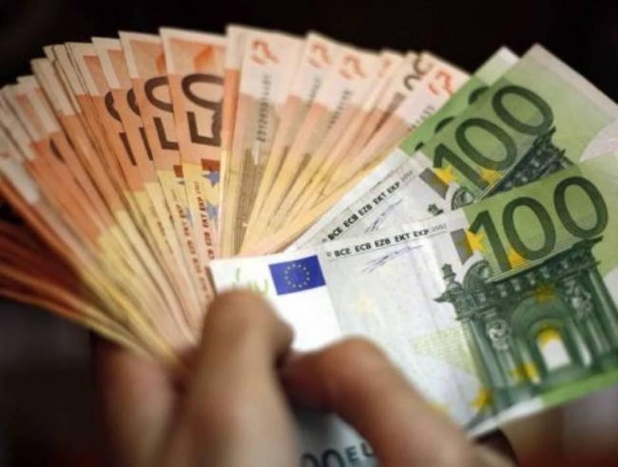 Υπάρχουν ακόμα άνθρωποι: Βρήκαν στο δρόμο λεφτά και τα ...