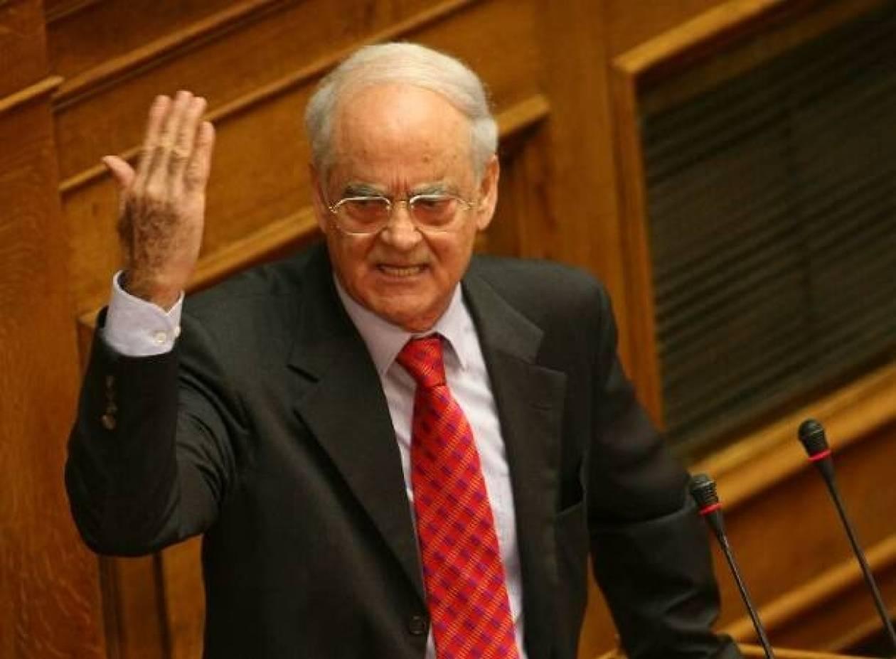 Απ. Κακλαμάνης: Ψηφίζω την κυβέρνηση για να μην πέσει!