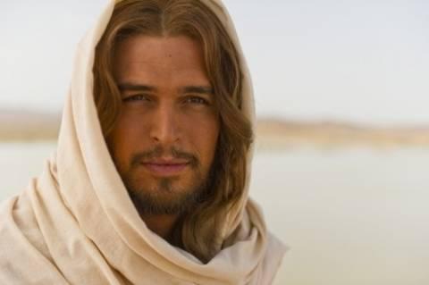 Χαμός με τον Ιησού που διχάζει και… κολάζει! (photos)