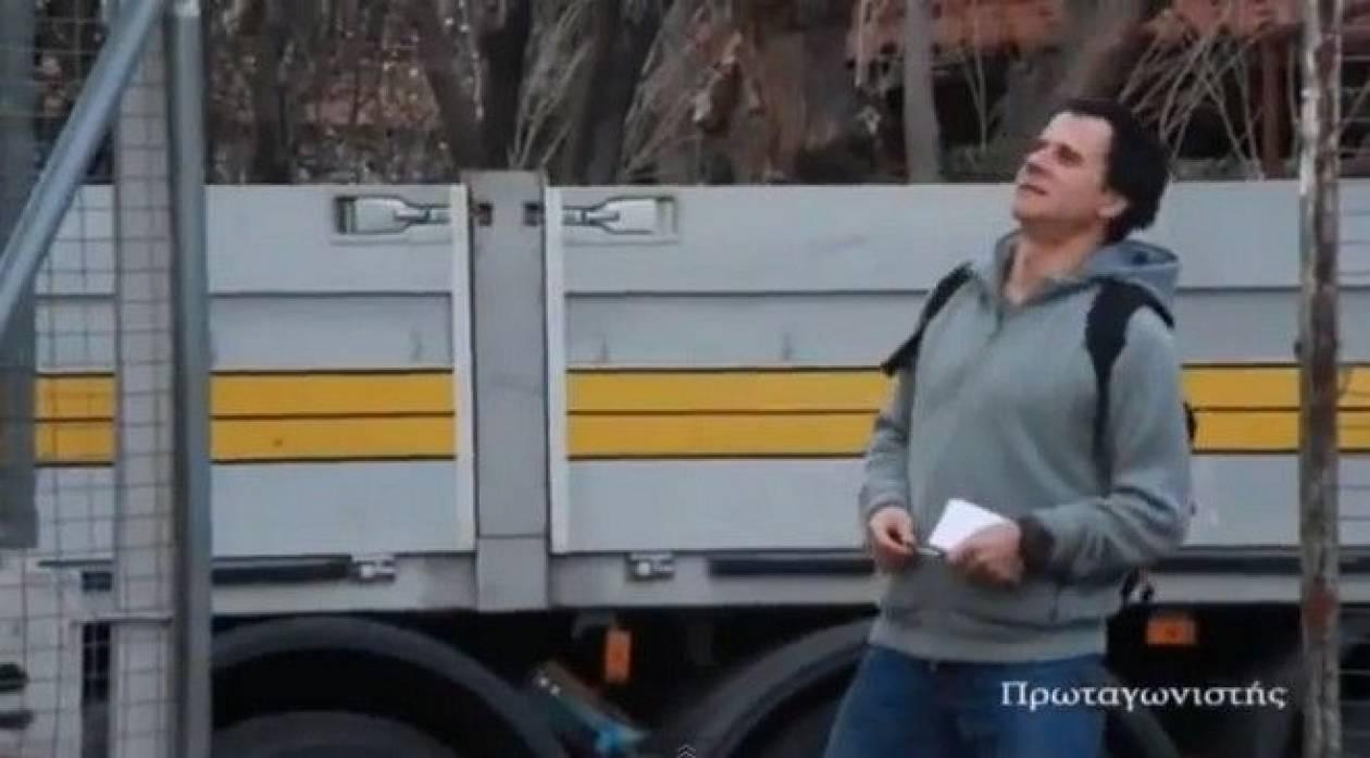 ff933c0c62a To βίντεο που σαρώνει: Ο Μητσικώστας μιμείται τον Σταύρο ...