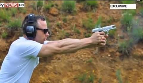 Ο Πιστόριους εξασκείται με το όπλο που σκότωσε τη σύντροφό του!