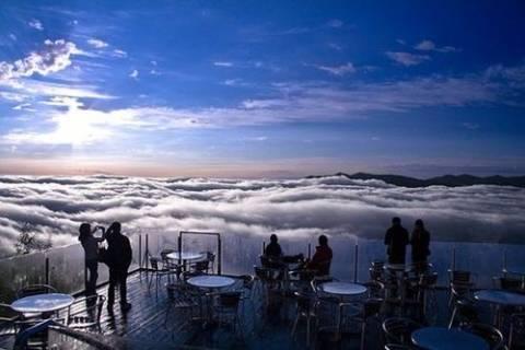 Η μαγευτική «βεράντα» που βρίσκεται... πάνω από τα σύννεφα (pics)