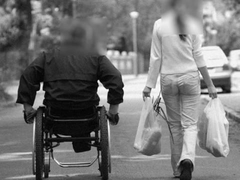 Αισχρή φάμπρικα αδειών παραμονής με πρόσχημα τη φροντίδα ΑμεΑ