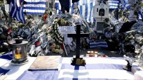 Έδιωξαν Κασιδιάρη - Παναγιώταρο από το μνημόσυνο των αστυνομικών