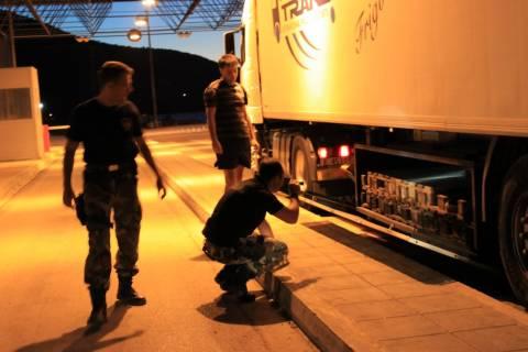 Σε κρύπτη φορτηγού μετέφερε Βούλγαρος διακινητής επτά μετανάστες