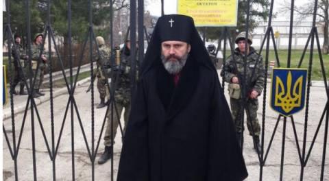 Αυτός είναι ο επίσκοπος που έγινε «ασπίδα» των Ουκρανών στρατιωτών