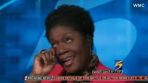 Έβγαλε την περούκα της σε ζωντανή εκπομπή (βίντεο)