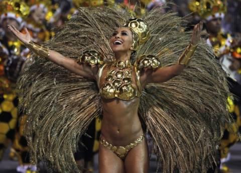 «Καυτές» φωτογραφίες από το καρναβάλι του Ρίο