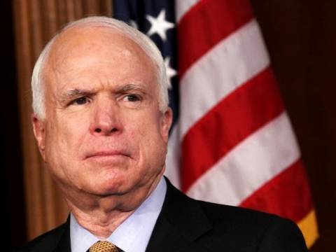 Μακέιν:Αποκλείω στρατιωτική επέμβαση των ΗΠΑ-«Λίγος» ο Ομπάμα!