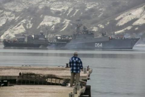 Ρωσικά πολεμικά πλοία έχουν αποκλείσει τα Στενά του Κερτς