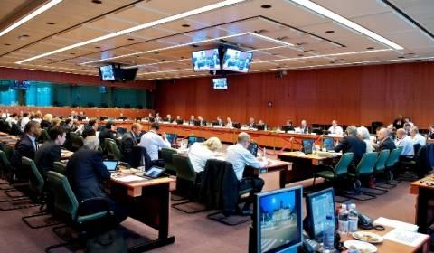 Αναμένει το Eurogroup την έκβαση των επαφών στην Ελλάδα με την Τρόικα
