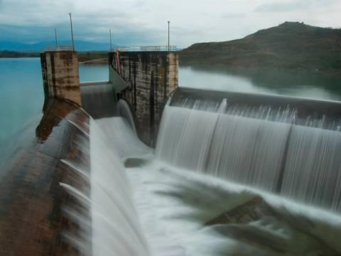 Πηνειός: Yπερχείλισε το φράγμα–Ξεπέρασε τα 93 μέτρα η στάθμη του νερού