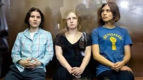 Ρωσία: Επίθεση με πράσινη μπογιά δέχθηκαν δύο μέλη των Pussy Riot