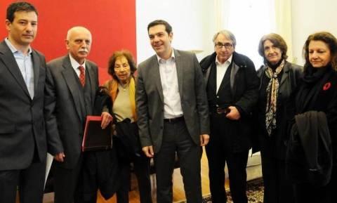 Συνάντηση Τσίπρα με συγγραφείς και εκδότες για τις αλλαγές στα βιβλία
