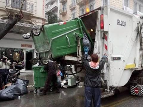 Εφιάλτης για υπάλληλο καθαριότητας: Πήγε να αδειάσει τον κάδο και...