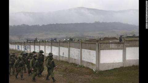 Ρωσική στρατιωτική αυτοκινητοπομπή κατευθύνεται στη Συμφερόπολη