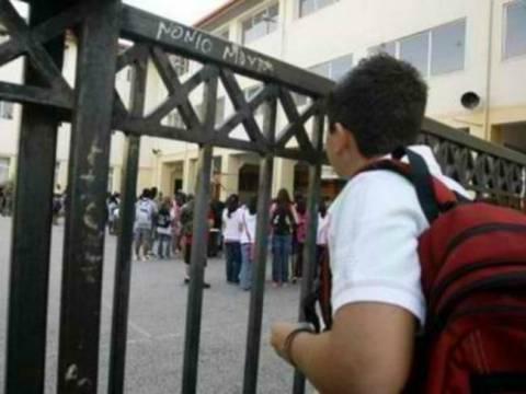 Λάρισα: Θέλουν να απελάσουν Αλβανό μαθητή - Δεν είχε χαρτιά παραμονής