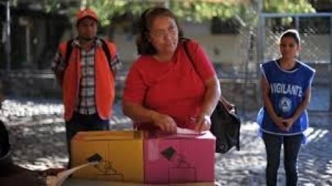Ελ Σαλβαδόρ: Η αριστερά διακηρύσσει νίκη και η δεξιά νοθεία!