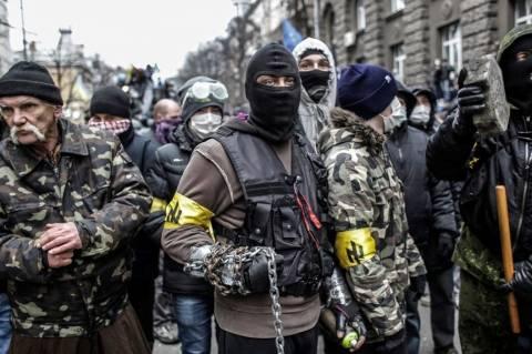 Βίντεο: Ναζιστές αιχμαλωτίζουν υποστηρικτές του Γιανουκόβιτς!