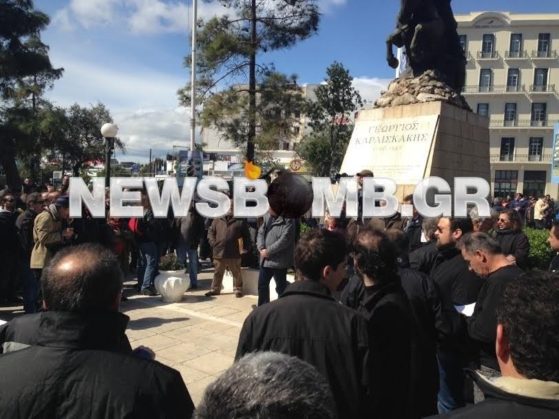 ΦΩΤΟΡΕΠΟΡΤΑΖ: Συγκέντρωση λιμενεργατών στον Πειραιά