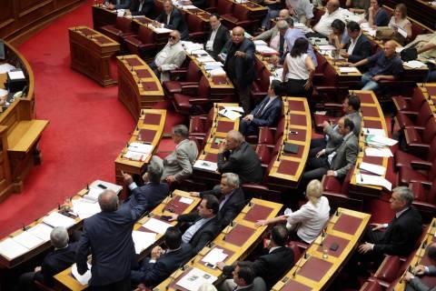 Ευωδίασε η Βουλή – Πλημμύρισε η δεξαμενή λυμάτων