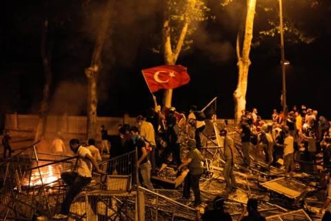 Νεκρός διαδηλωτής κατά τη διάρκεια συγκρούσεων στην Κωνσταντινούπολη