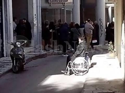 Ηράκλειο: Δείτε που περιμένουν οι πολίτες για να θεωρήσουν βιβλιάρια