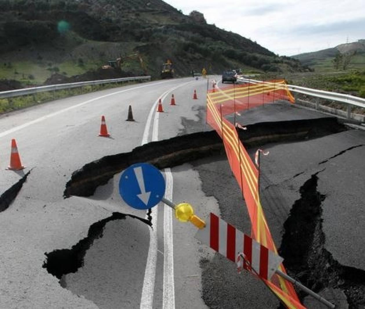 Διακοπή κυκλοφορίας λόγω καθίζησης στο δρόμο Μεγαλόπολης- Ακόβου