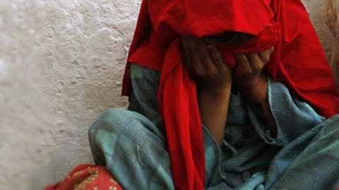 Αυτοπυρπολήθηκε 17χρονη που είχε πέσει θύμα ομαδικού βιασμού