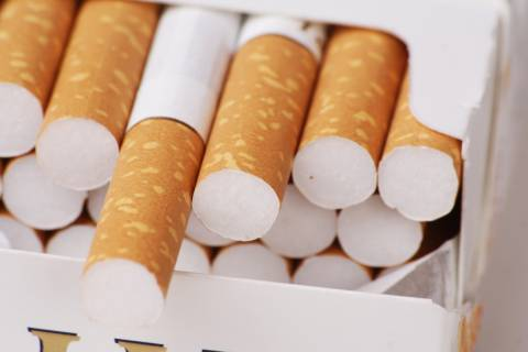 Καβάλα: Πουλούσε λαθραία τσιγάρα στη λαϊκή