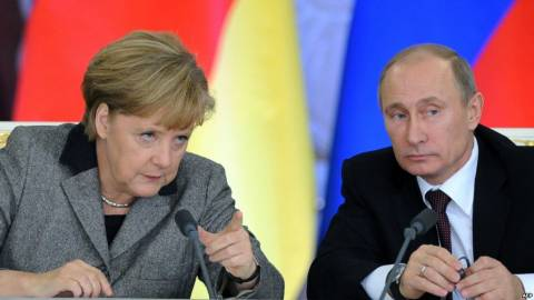 Ο Πούτιν καλωσόρισε την πρόταση της Μέρκελ
