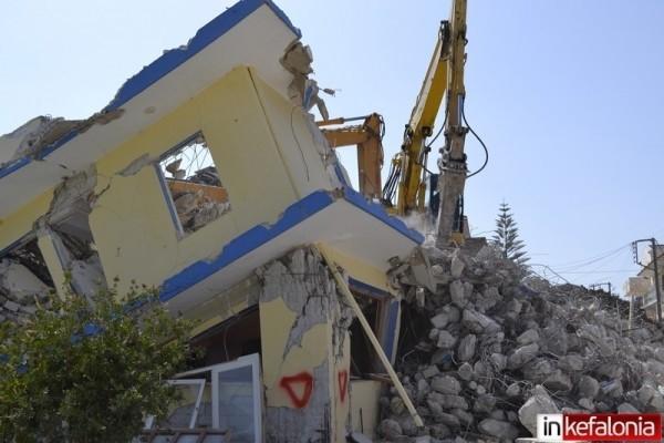 Ληξούρι: Ξεκίνησαν οι πρώτες κατεδαφίσεις (photos)