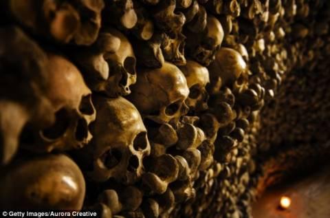 Ανατριχιαστικές εικόνες: Ναός από ανθρώπινα κόκκαλα (pics)