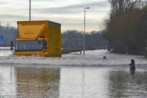 Βρετανία: 600 εκ. ευρώ οι ασφαλιστικές απαιτήσεις μετά τις πλημμύρες