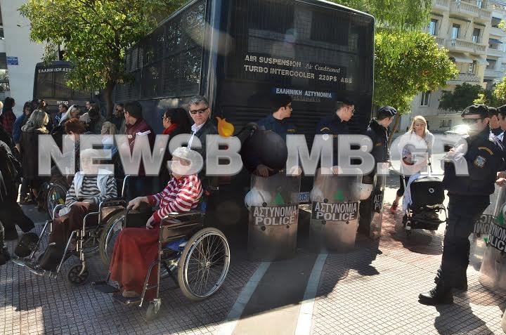ΦΩΤΟΡΕΠΟΡΤΑΖ: Ασθενείς του ασύλου ανιάτων στο Μαξίμου