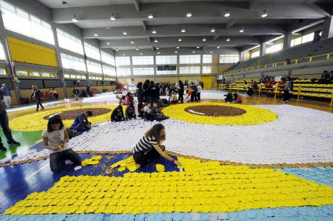 Η μεγαλύτερη χάρτινη κουκουβάγια βάζει την Αθήνα στο Γκίνες (pics)