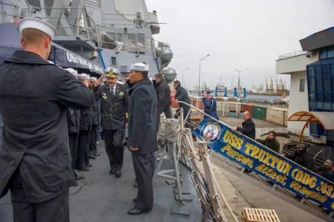 Απέπλευσε το USS Truxtun από τη Βάρνα